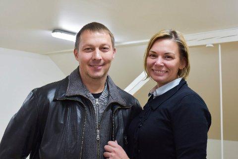 GLEDER SEG: Vadim Frolov og Sofia Kortsinkaja gleder seg til å komme i gang på gamle Dæhli skole. De mangler fortsatt godkjenning fra kommunen til å bygge hybler.