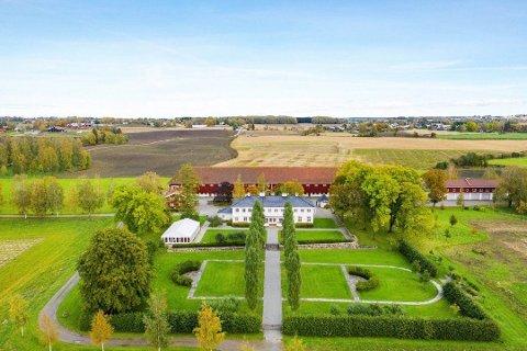 STAUR GÅRD: Gården i Stange ble solgt i november. Foto: Tore Blindheim