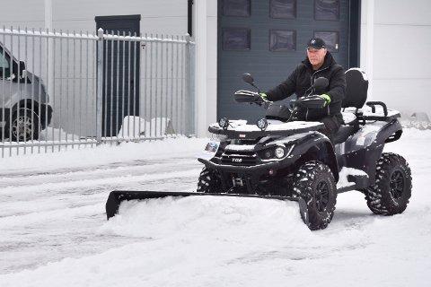 MÅ MÅKE SNØ: Snøen må fortsatt måkes, selv om bedriften går godt. MC-Huset Nydal passerer i år 75 millioner i omsetning, og Per Almestrand (bildet), forteller til RB tirsdag at han ikke så for seg at bedriften skulle bli en av Norges største da han startet opp i 1970.