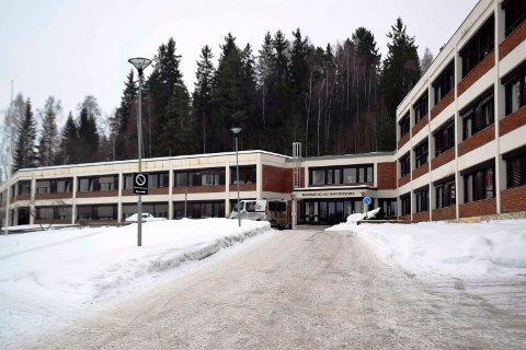 BYGGER NYTT: Ringsaker Bo- og aktivitetssenter i Moelv (bildet) vil bli erstattet av et nytt sykehjem.