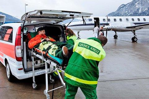 Tidligere har Tryg forhåndsbooket et visst antall flyseter for å frakte de mest alvorlig skadde hjem. I bransjen gjerne kalt «Knokkelekspressen», eller «Gipsflyet». Nå vurderes hver skade for seg, inntil man beslutter om det skal settes inn ambulansefly. Foto: Tryg Forsikring.