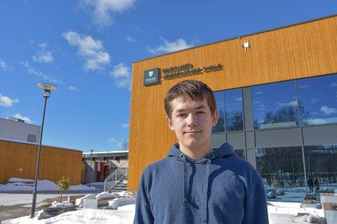 ENGASJERT: August Andersson Reitan håper at mange barn og unge møter opp uten for Rådhuset på Hamar fredag, uansett om de får fravær eller ikke.