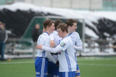 Dalajubel: A-laget til Brumunddal og klubben kan glede seg over at den økonomiske situasjonen i klubben er snudd kraftig i løpet av kort tid.