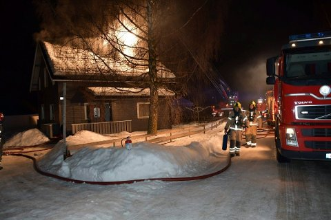 PÅTENT: Politiet har konkludert med at brannen i Kirkevegen 19. februar var påtent. De ønsker nå tips fra publikum.