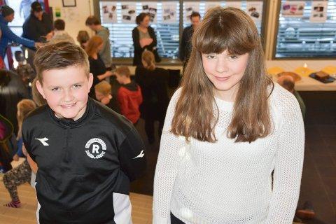BRA SKOLE: Magne Tangnes Danielsen (11) (t.v.) og Audur F. Strandberg (12) forteller at Gaupen skole er en veldig bra skole å gå på.