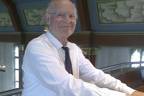 Orgelkonsert: med James W. Dickenson holdes i Veldre kirke søndag klokka 19.