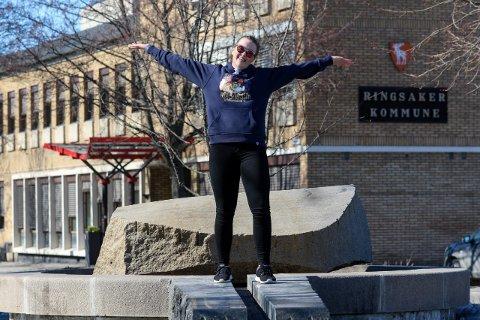 GÅR FORAN: Årets russepresident på Ringsaker videregående, Hedda Svenkerud, droppet kjøretøy til fordel for en vandrergruppe og rulling byttes ut med rusling.
