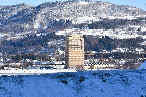 MJØSTÅRNET: Mange av som har kjøpt leilighet i Mjøstårnet er misfornøyd med at det de trodde skulle være en stor felles takterrasse ble redusert, og det istedet ble bygget en privat leilighet og en privat takterrasse.