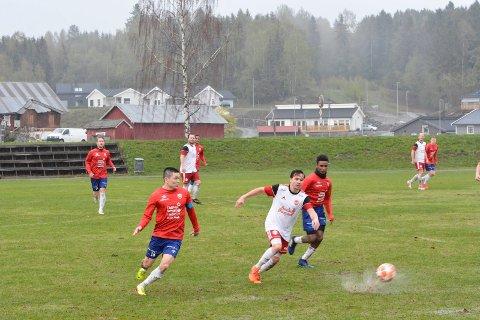 Nes klarte uavgjort hjemme mot Kjellmyra. En svært bløt grasmatte preget kampen på Stavsjø.