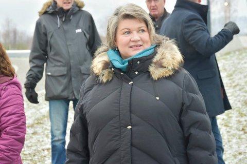 VIL FJERNE BOM: I et brev til samferdselsministeren ber Ringsaker-ordfører Anita Ihle Steen om at bom på sidevegene blir fjernet.