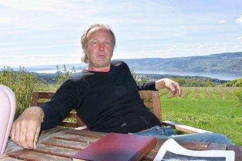KRITISK: Bonde Anders Frydenberg (48) på Ring retter kritikk mot Ringsaker Almenning.