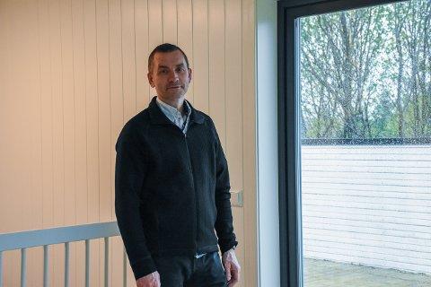 Positiv: Daglig leder i Tinde Bolig, Bjørn Krekke tror at boligene vil bli solgt etterhvert nå som de er ferdig både innvendig og utvendig.