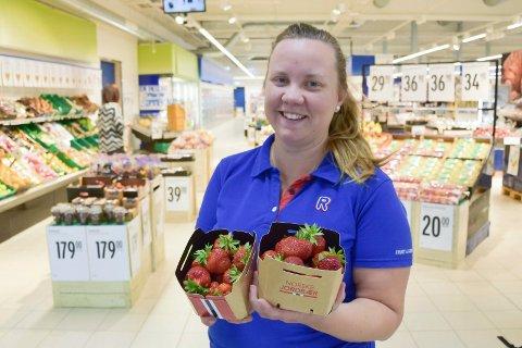 DRAR KJENSEL: Kjøpmann Lene Djupvik hos Rema 1000 Brumunddal forteller at hun drar kjensel på problemet, men at det ikke er et problem hos dem.