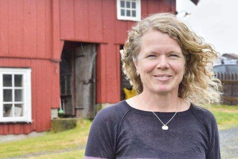Glad i ferien: Anne Mæhlum, er gardbruker på Nordre Mælum. Nå har hun ferie og gleder seg over det.