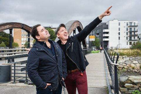 Musikalsk leder, Per Kristian Syversen og standup komiker Andreas Ambhar skrevet et nytt show, Skamlaus Odelsgutt som har premiere i Moelv 11.oktober.