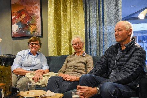 Inspirasjon:Karin Duenger Glorud, Johanne Finden og Morten Mølstad forteller at de kommer innom Rom for rom interiør for å hente inspirasjon når de skal pynte hjemme.