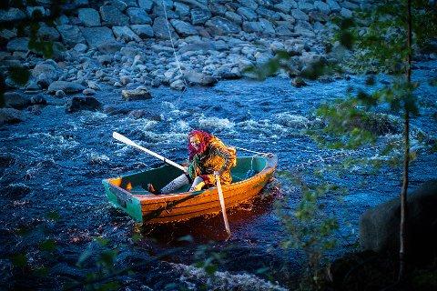 I FJOR: Fra fjorårets lysvandring langs elva i Brumunddal.
