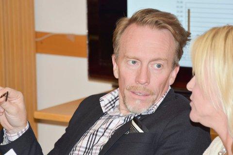 IKKE FORNØYD: Kai Ove Berg og Høyre er ikke fornøyd med valgresultatet. Her fotografert under kommunens valgvake i Brumunddal.