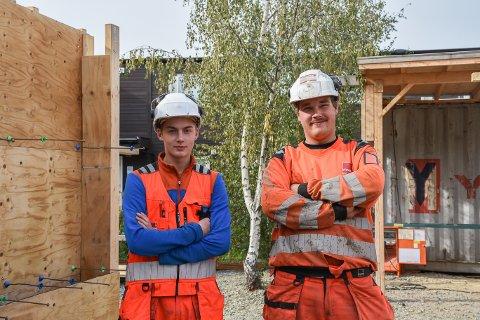 SKOLE PÅ BYGGEPLASS: Gunnar Andrè Løvvik begynte på prosjektet i høst og har planer om å ta fordypning i tømmerfaget, mens Erik Anton Rudi var ferdig på prosjektet i vår og er nå lærling som betongarbeider i Veidekke.