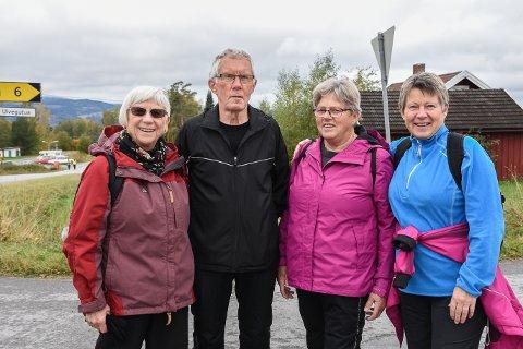 PRØYSENMARSJEN: Lillian Jensen, Kjell Rudland, Anne Berit Andersen og Brit Ersnes gjennomførte kort løype under årets Prøysenmarsj.