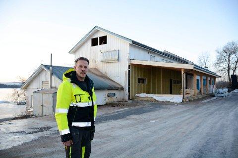 Bygger for millioner på Tingnes: Kenneth Foxell i Hedmark  Bygg og Eiendom har kjøpt den gamle eiendommen til Nesvask. Her ønsker Foxell å bygge til sammen 19 leiligheter.