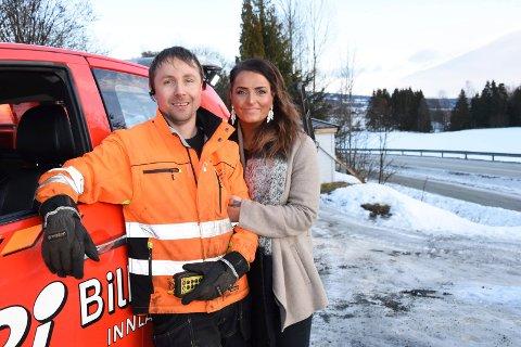 Fikk hjelp: Marit Johansen kjørte seg fast da hun skulle på jobb onsdag formiddag. Bare minutter senere var bilberger Leif Andrè Larsen på plass og ordnet opp.