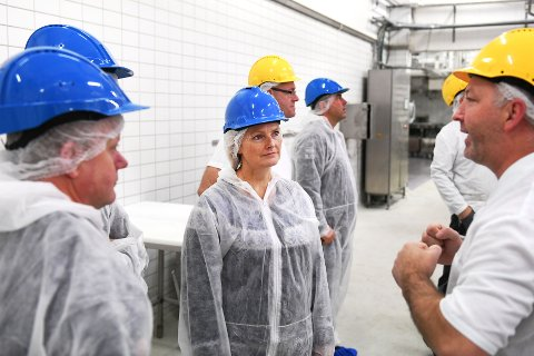 Nortura-ledelsen vil ikke si så mye mer om satsingen på Otta enn at det er rettet mot dagligvaremarkedet.  Her er styreleder Trine Hasvang Vaag på besøk i slakteriet på Otta i fjor høst.