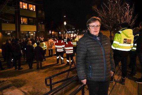 Aashild Viste fra Vågå mistet mannen sin i en trafikkulykke i Ringsaker for ett år siden. Torsdag kveld var hun av mange pårørende som deltok på ulykkesmarkeringen i Moelv.