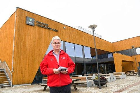 Rammet av korona: To elever ved Ringsaker videregående skole i Brumunddal er smittet av korona.  Torsdag måtte måtte rektor Kjell Åge Bjørsrud sende hjem 50 elever.