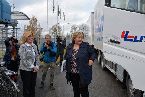 Fin mottakelse: Anne Marit Panengstuen, konsernsjef i Nortura, tar i mot statsminister Erna Solberg (H).