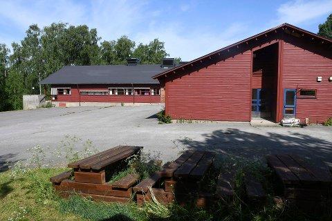 TIL SALGS: Nå kan man kjøpe den 1300 kvadratmeter store Jølstad skole.