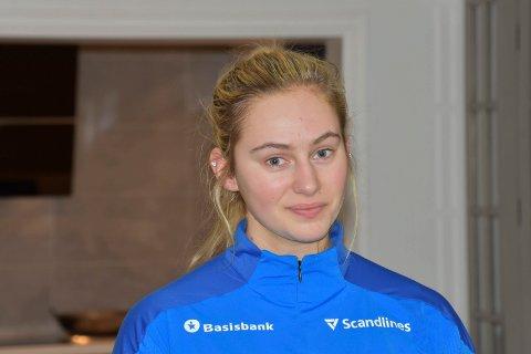 HÅNDBALLTALENT: Mia Svele fra Furnes flyttet i juli til København, og har skrevet en treårskontrakt med klubben Nykøbing Falster. I oktober opplevde hun at korsbåndet i høyre kne røk.