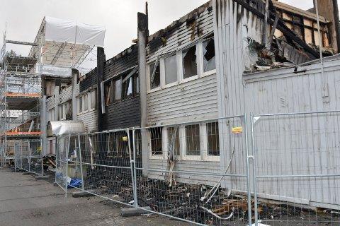 STORE SKADER: GMM-bygget i Moelv fikk store skader i brannen 30. september og GMM Eiendom har nå startet prosessen med å avklare hva de må og hva de ønsker å gjøre. Se flere bilder fra brannruinen mandag i bildekarusellen.