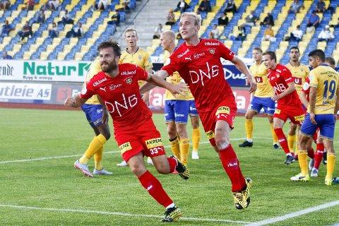 Dyktig spiller med usikker framtid: Aleksander Melgalvis er på utgående kontrakt med Lillestrøm, og det er per nå usikkert hvor han spiller kommende sesong. På bildet jubler  brumunddølen i kampen mot Jerv.