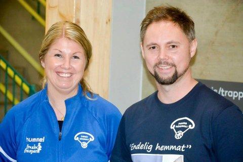TYDELIG: Leder i Furnes Håndball Joakim Thorshaug mener tiltakene er hensiktsmessige. Her er han sammen med Lillian Høiby på åpningen av Furneshallen.