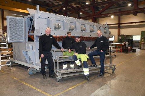 Fornøyd gjeng: Ringsaker Industriservice er i full gang med å  produsere deler og maskiner til et sagbruk i Hviterussland. Fra venstre: Jo Anders Kristiansen, Jan Martin Heggelund, Stian Hagen og Hans Andreas Bakke.