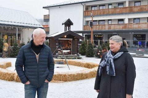 ORDFØRERE: Einar Busterud (BBL) og Anita Ihle Steen (Ap) møttes i Brumunddal for en sykehusprat.