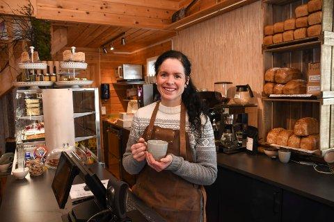 Godt besøkt: Lene Arnestad har opplevd godt besøk på Fjellglede Kaffebar og Interiør AS på Sjusjøen.