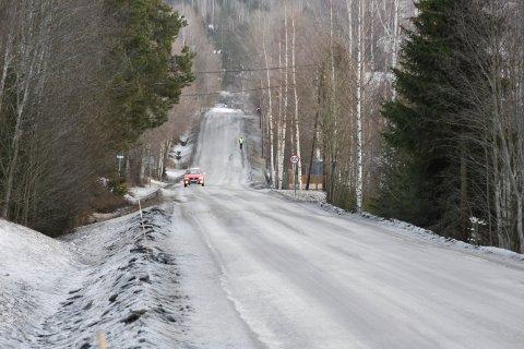 BJØRGEDALSVEGEN: Politiet har fått flere innspill om høy fart på Bjørgedalsvegen gjennom Furnesvegen. Her et langstrekke mellom Kylstad-skolen og avkjøringa mot Putten.