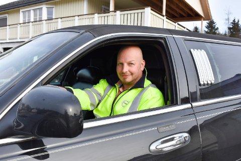 Lars Asgaut Hesby Olsen er lidenskapelig opptatt av alt som durer. Nyeste tilskudd? En amerikansk limousine.
