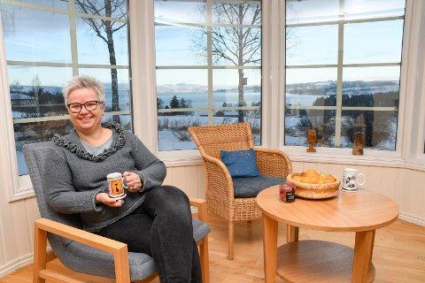 Falt for Helgøya: Det er lett å forstå at Hedvig Rognerud og mannen hennes besluttet å kjøpe Vikhagan 10 på Helgøya.