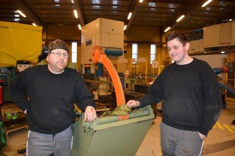 Slutt: Erik Bekkevold (t.v) og Ole Martin Nordlien på Ring Mek. De står uten arbeid når produksjonen legges ned i lokalene i Moelv innen 1. juli.
