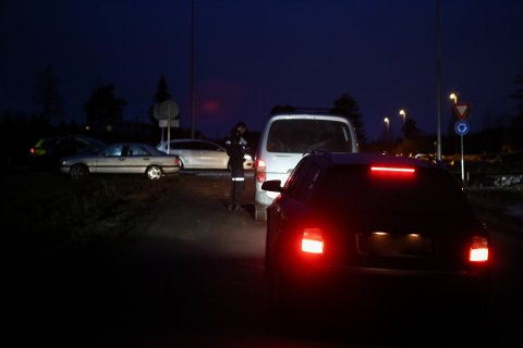 FORELEGG: Tirsdag skrev politiet ut 15 forelegg på Bergshøgda. Onsdag gjentok de kontrollen, og skrev ut 11 nye forelegg. Bildet er fra kontrollen tirsdag.
