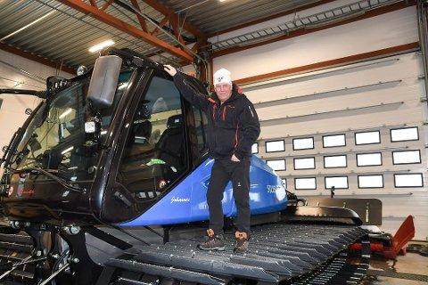 KJØRER OPP LØYPER IGJEN: Torsdag morgen sørger Johannes Haukåssveen for at det blir noen nypreparerte løyper i Ringsakfjellet.