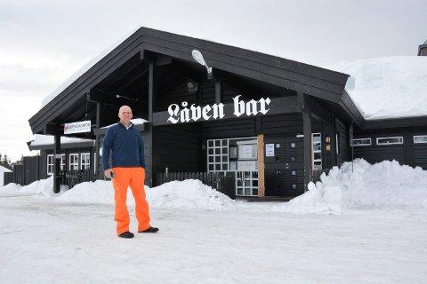 STENGTE DØRER: Erik Lindstad har måtte stenge dørene til Låven Bar på Sjusjøen som følge av restriksjonene for å hindre koronasmitte.
