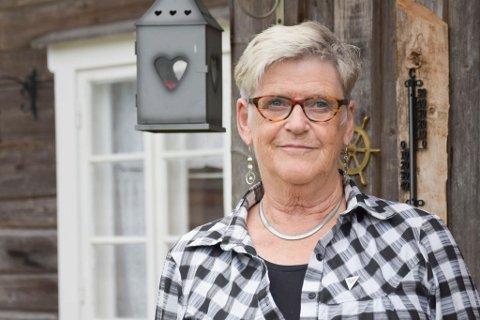 Hjemme: Karin Mathisen fra Næroset ble smittet av koronavirus. Det sendte henne i isolat på sykehuset. Nå er hun hjemme etter svært kritiske dager. Bildet er tatt i fjor høst siden Mathisen nå sitter i isolat hjemme hos seg selv.