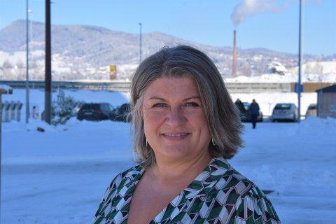 LEGGES TIL RETTE: Anita Ihle Steen vil ikke nekte servering av alkohol i Mjøsparken.