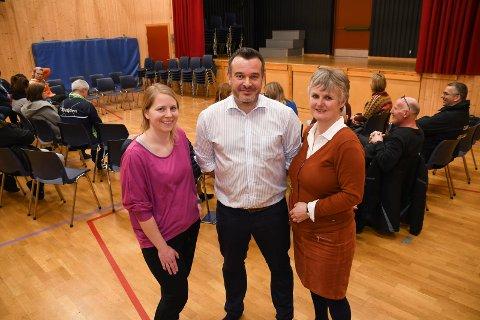 Kjemper for skolen: Vivi Jansen (t.v.), Ulrich Maurer og Anne Miklavic er klare til å kjempe for framtiden til Messenlia skole. Torsdag kveld var de på plass under åpent møte om skolestruktur.