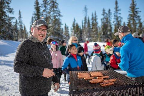 Blide fjes og god mat: Grillen er alltid varm når RASO-dagen arrangeres.