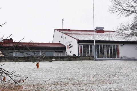 STÅR TOMT: Serveringslokalene i Tingnes kulturhus har stått tomme siden høsten i fjor.